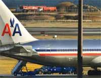 Flyet fra American Airlines hadde 185 passasjerer og et mannskap på 12. Kabinansatte og passasjerer overmannet sammen mannen som skal ha hatt sprengstoff i skohælen sin (Foto: AP)