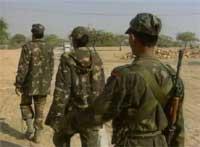 Indiske soldater på vei mot grensen