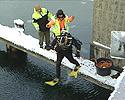 Dykkere har startet søk etter Lars Gillesen Hogsnes ved Kanalbroen i Tønsberg i dag.