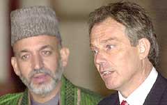 Hamid Karzai og Tony Blair møttes i Afghanistan i natt (Foto: AP)