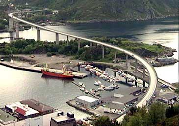 Måløybrua var lengste brua i landet då den vart opna i 1974. (Foto: NRK)