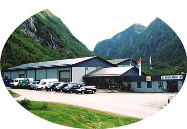 Østerbø Maskin i Bjordal er den største arbeidsplassen på Høyanger sørside. (Foto © Østerbø Maskin AS)