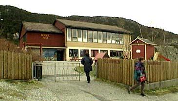 Holvik skule har 40 elever. (Foto: NRK)