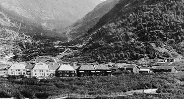 I 1915 var dei første Hydro-husa bygde i Øvre Årdal. (Foto: Mittet & Co. © Fylkesarkivet)