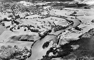 Førde i 1937. (Foto: Widerøes Flyveselskap © Fylkesarkivet)