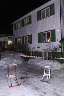 Skytingen skjedde i hovedetasjen i dette treetasjes bolighuset en kilometer fra Geilo sentrum. (Foto: (Morten Holm/Scanpix)