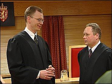 Aktor Petter Nordeng og forsvarar Per Kjetil Stautland i retten. Foto Randi Indrebø © NRK