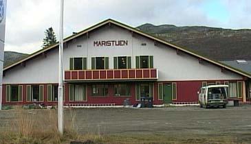 Maritsuten vart bygd opp att som apartementshotell etter brannen i 1976. (Foto: NRK)
