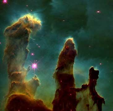 Den samme prosessen som tar livet av stjernefostrene, lager de fantastiske erosjonspilarene i den store skyen og stjernefabrikken M16-Ørnetåken (Foto: NASA/STScI).