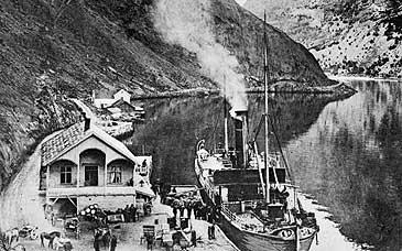 Trevaren A/S heldt til på Habben den første tida. Bilete frå 1915. (Foto © Fylkesarkivet)