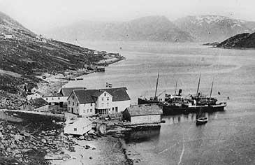 Mons J. Aase sin handelsstad på Raudeberg kring år 1900. © Fylkesarkivet.