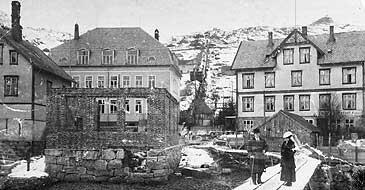 Heradsheim og Johnsens hotell i Måløy i 1916. (Foto © Fylkesarkivet)