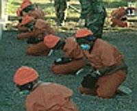 LOVLØST: En britisk dommer mener måten USA anholder fanger på Guantanamo-basen på er en skandale.
