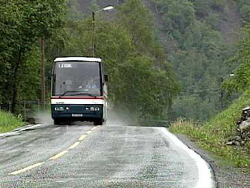 Lærdal har fleire daglege ekspressbussamband til Austlandet, Bergen og Førde. (Foto: NRK)