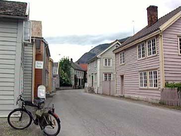 Øyragata på Lærdalsøyri. (Foto: Heidi Lise Bakke, NRK)