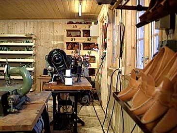Kåre Skjær tok opp att skoproduksjonen kring 1990. (Foto: NRK)