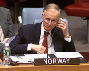 Norges FN-ambassadør ga i natt klar beskjed i Sikkerhetsrådet om at det stilles store forventninger til begge parter i Midtøsten-konflikten. (Foto: Scanpix/Kjetil Stormark)