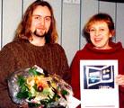 Carl Frode Tiller mottar P2-lytternes romanpris av kultursjef Turid Birkeland