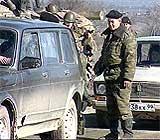 De russiske kontrollpostene ved grensen til Tsjetsjenia, med sine strenge sikkerhetstiltak, føles svært ubehagelig for den tsjetsjenske befolkningen. (Foto: TF1)