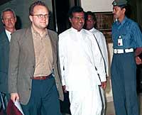 Statssekretær Vidar Helgesen kommer til Sri Lanka som leder for den norske fredsdelegasjonen. (AP Photo/Nihal Fernando)