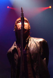 Oasis kan komme til å spille for både Alf Inge Håland og Roy Keane på en gang.