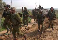 Israelske styrker forbereder seg på gjenokkuperingen av Beit Hanoun (Foto Gadi Kabalo, AP/Scanpix)