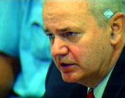 Slobodan Milosevic kritiserte domstolen i går. (Foto: Scanpix/APTN)