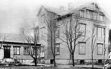 Fiskarsjukehuset midt på 1880-talet. (Foto © Fylkesarkivet)
