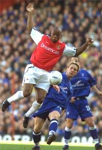 Arsenal-spissen Sylvain Wiltord sørget for at mestrene startet med seier.