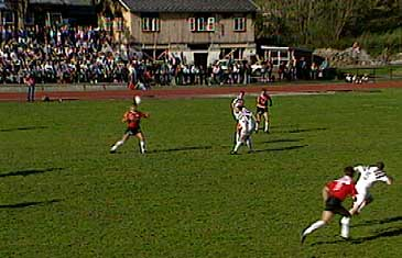 Florø Sportsklubb i møte med Sogndal på Florø stadion. (Foto: NRK)