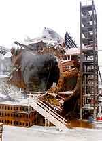 """Vraket av """"Kursk"""" i tørrdokk iden russiske byen Roslyakovo. (AP/Scanpix)"""