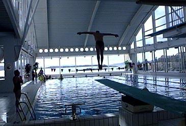 Badeanlegget Havhesten opna i regi av kommunen i 2000. Der kan brukarane boltre seg i saltvatn. (Foto: NRK)