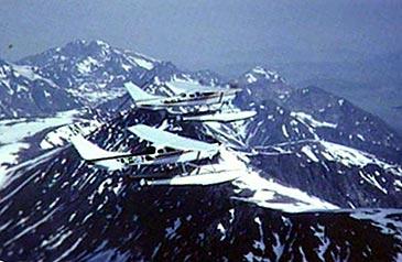 Fjordfly dreiv dei første åra ambulanseflyging og frakt av aviser. (Foto © Firdafly)