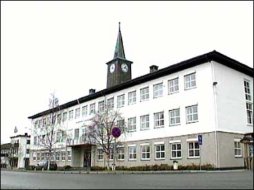 Gloppen heradshus på Sandane. (Foto: Asle Veien, NRK)