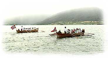 Mykje av samferdsla har føregått med båt på Gloppenfjorden. Rekonstruksjon frå 1992. (Foto: Asle Veien, NRK)