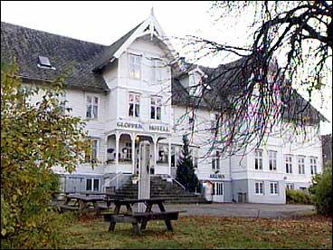 Gloppen hotell på Sandane - tidlegare Sivertsens hotell. (Foto: Randi Indrebø, NRK)