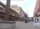 Flere butikkansatte er lei av å ha gatemusikanter i gågata i Hamar.