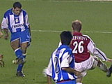 Naybet legger på til 2-0, via et Arsenal-bein. (Foto: TV3)
