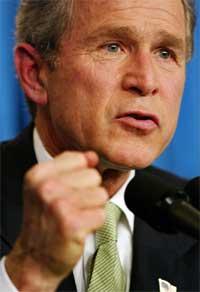 - Alle muligheter er åpne når det gjelder amerikansk bruk av atomvåpen. Det er for å avskrekke fiendtlige stater, sier president George W. Bush. (Foto: AP)