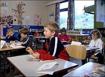 Undervisning på Øen skule. (Foto: Randi Indrebø, NRK)