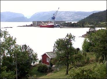 Havyard Leirvik er hjørnesteinsverksemda i Hyllestad. (Foto: S. Lote, NRK)