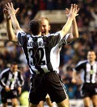 Alan Shearer gjorde sitt ligamål nummer 228 i kampen mot West Ham.