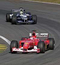 Ferrari-føreren Michael Schumacher slo broren Ralf i søndagens formel 1-løp i Brasil. (Foto: AP/Inacio Teixeira)
