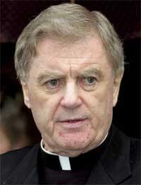Den irske biskopen Brendan Comiskey går av etter en TV-dokumentar om en sex-skandale i hans bispedømme.