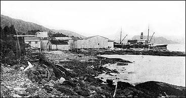 Kaien på Salbu tidleg på 1900-talet. Salbu fekk såkalla stjernestogg frå Fylkesbaatane i 1905. (Foto © Fylkesarkivet)
