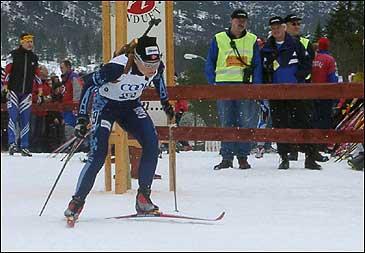 Evelyn Lauvstad Hanevold har hevda seg i landstoppen i skiskyting. Her under NM i Eid i 2002. Foto Jostein Nyfløtt©NRK