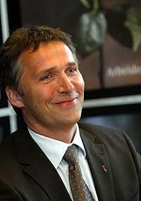 Jens Stoltenberg ser for seg en flertallsregjering etter neste valg. (Foto: Scanpix/Terje Bendiksby)