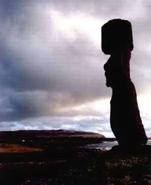 De mystiske statuene på Påskeøya vil for alltid være knyttet til Heyerdahls navn.