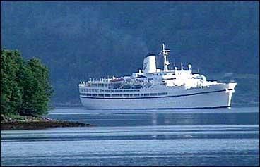 Anløpa av cruiseskip er ei viktig inntektskjelde for reiselivet i Stryn. (Foto: Asle Veien, NRK)