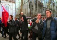 Demonstrerende studenter i Tbilisi krever at de russiske styrkene trekkes ut. (Foto: EPA/Gruzinform).
